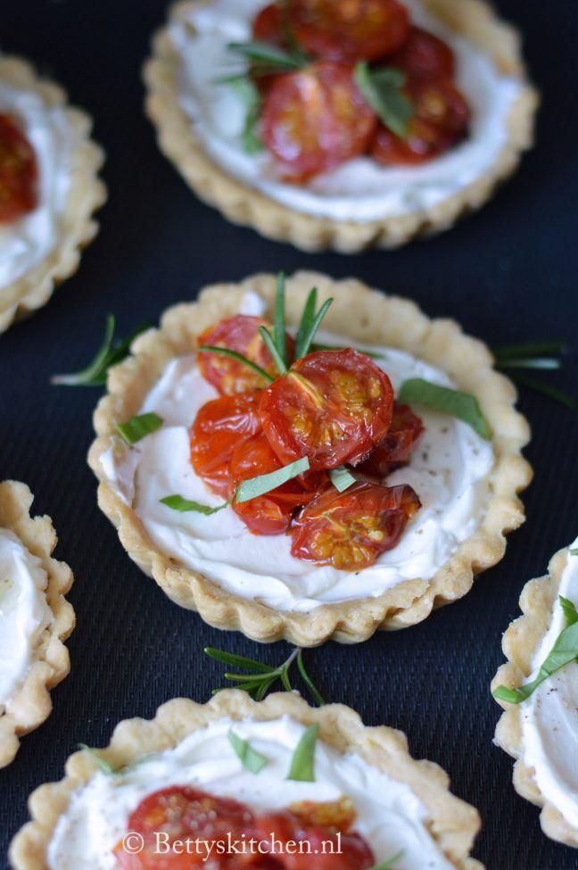 kerst voorgerechten 2020 Tartelette met kerstomaten en fetaroom | Kerst Recept | Betty's