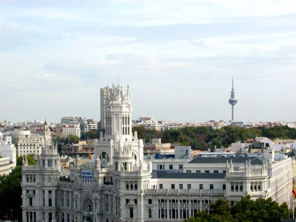 The viewpoints in Madrid are spectacular and located in strategic points or historic buildings such as the Palacio de Cibeles or Circulo de Bellas Artes