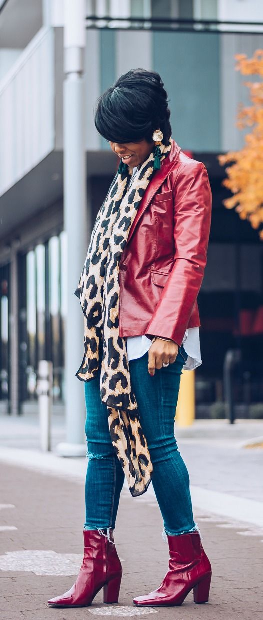 leopard scarf, blazer, leather blazer, distress denim, how to wear a scarf, fall outfit idea, express jeans, sweenee style, indy blogger