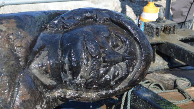 Buque Poole Swash-Timón levantado de puerto de Poole-Casi el 80% de la banda de babor del barco holandés sobrevivió ya que se hundió a principios del siglo 17