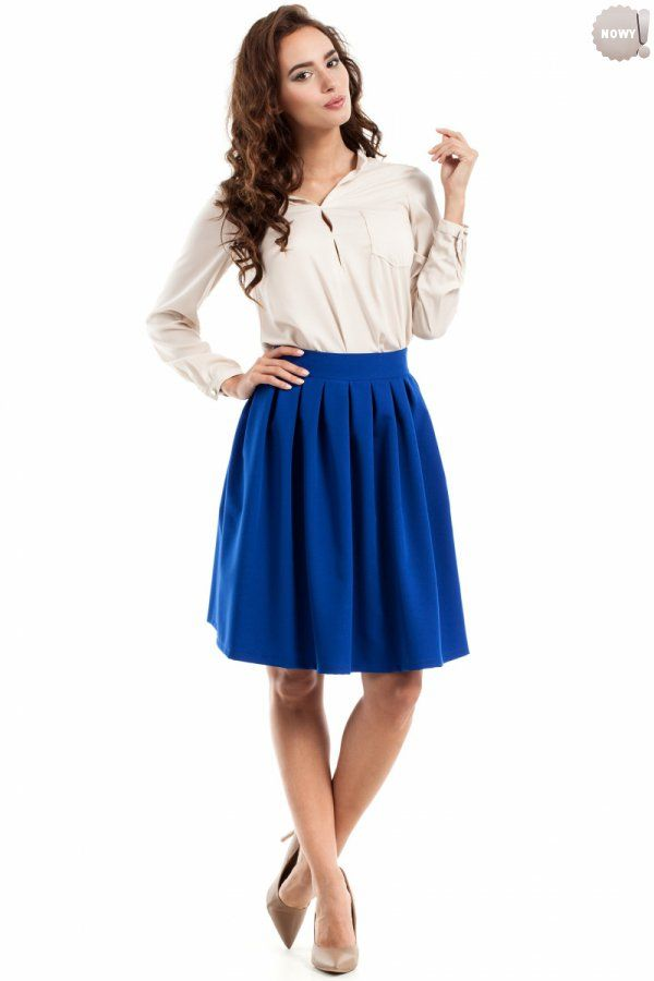 Chabrowa, spódnica rozkloszowana (kontrafałdy) na podszewce, zapinana z boku na kryty zamek błyskawiczny. #spódnica #kobieta #chabrowa #kloszowana #trendy #moda