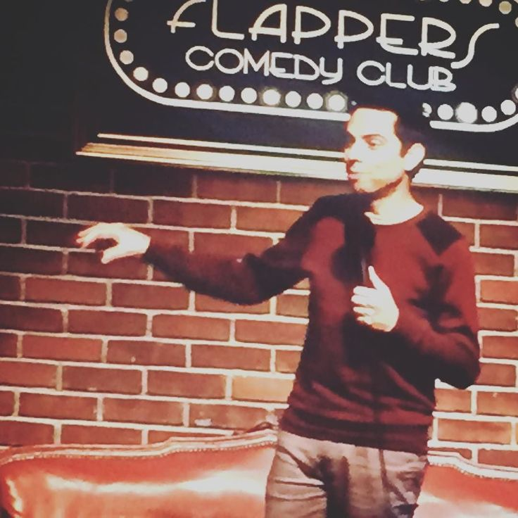 @matt_kirshen headlining @flapperscomedy tonight with his #funny take on mattress buying in America. #flapperscomedy #bedroomdecor #comedylife