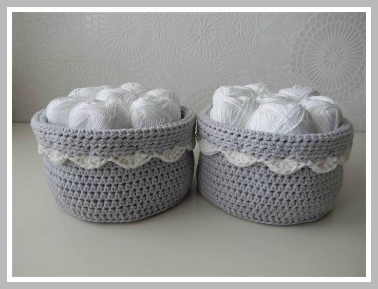 Op Pinterest kwam ik een tijd geleden een foto tegen van een leuk mandje en aangezien de mandjes in de badkamer die ik een keer van textielgaren haakte (KLIK) niet echt mooi meer waren na een wasbeurt