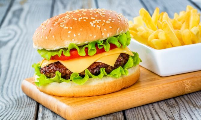 Do you know how many #calories are in a typical #cheeseburger?
