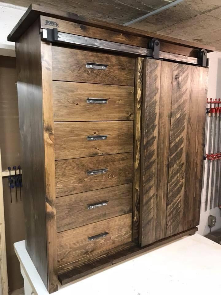 Armoire En Pin Noueux Massif Avec Porte De Grange Armoire Palette Furniture