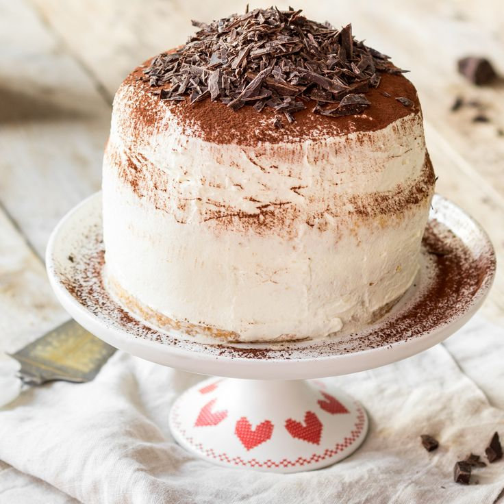 Wenn Biskuitböden mit Espresso und Amaretto getränkt und Mascarpone mit Sahne verrührt wird, darfst du dich über eine italienische Tiramisu-Torte freuen.
