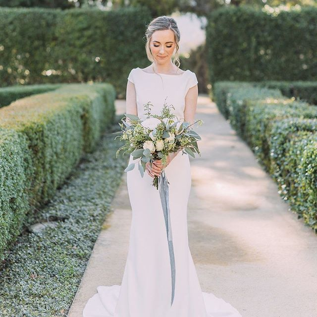 Perfect Mermaid Wedding Dress With Bridal Bouquet Designed With