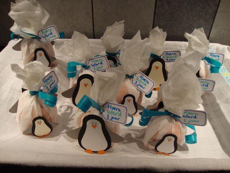 traktatie pinguïns op een ijsberg met mandarijntjes