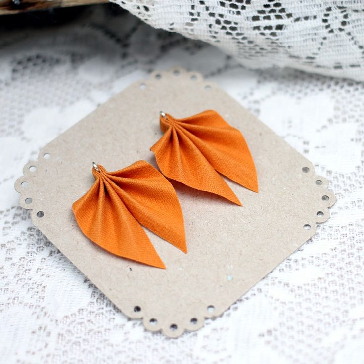 Small Ripple earrings, orange via ACCE, 27€. Click on the image to see more!