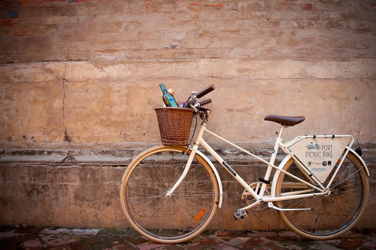 Port Picnic Bikes - free vintage bikes are available to tour Echuca Moama.  Great initiative.