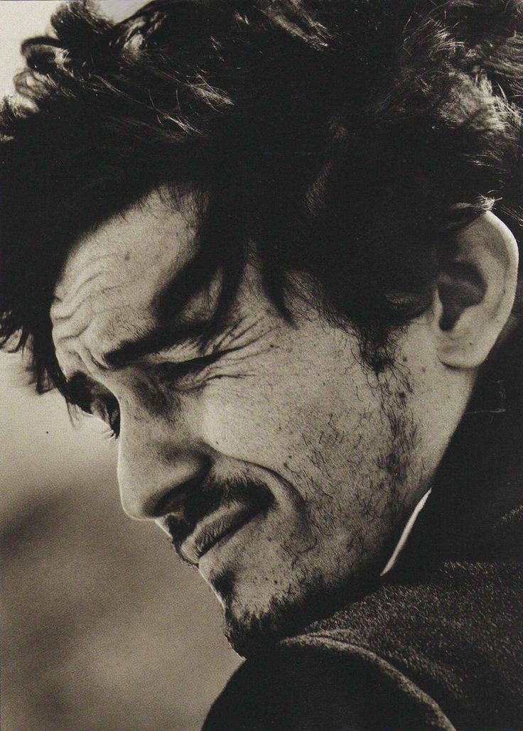 """Photoshoot directors: """"Guys, drop everything- I've just had the most brilliant idea ever: Let's get one of the most attractive dudes ever and take a picture of him wincing and make it look like he's hidious!"""" (This is a pic of Orlando Bloom)"""