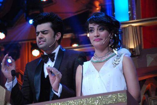 #SurbhiJyoti and Manish Paul The Entertainer Host #GoldAward