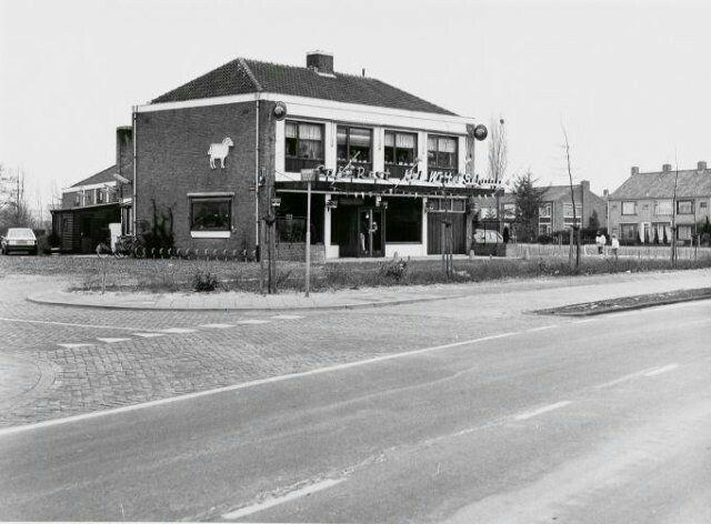 Café-restaurant Het Witte Schaap. Meidoornstraat 1987.