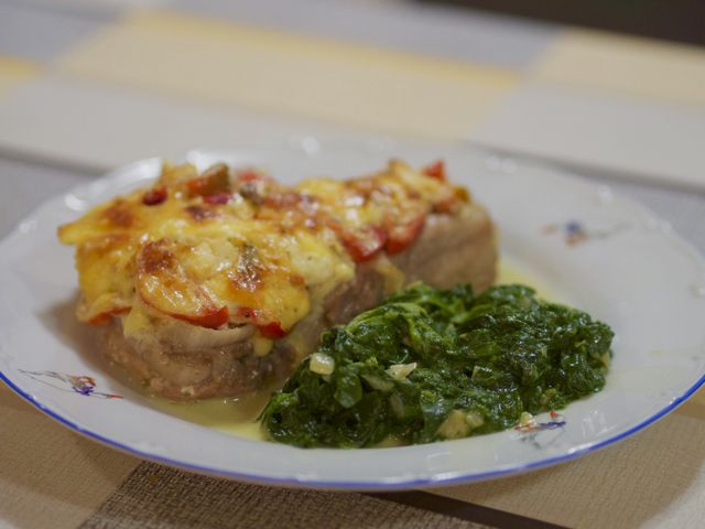 Рецепт свинины по французски в духовке. Общее время приготовления 1,40 часа.