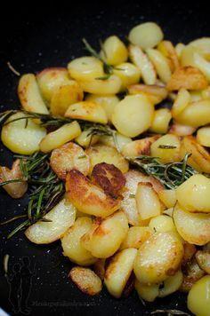 Pommes de terre à l'ail et au romarin | Piratage Culinaire Plus