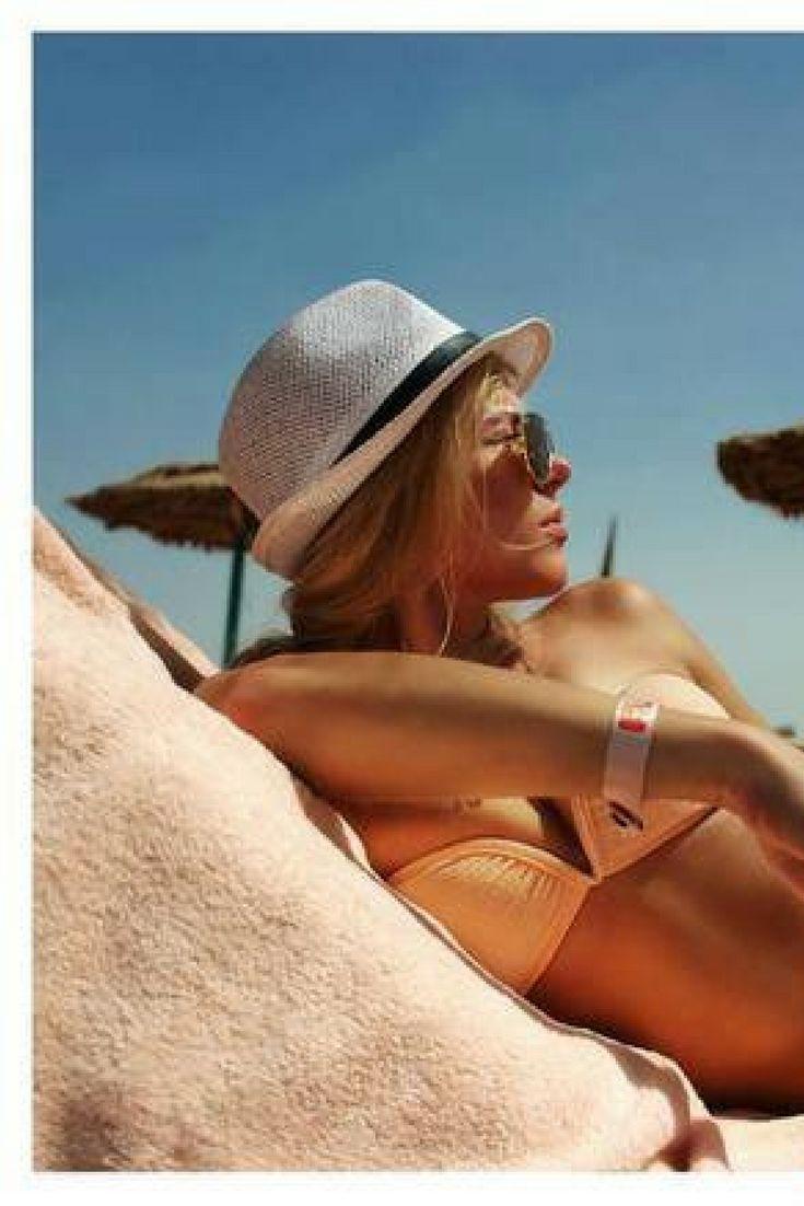 Heerlijk toch... Lekker liggen bakken op het strand terwijl het in Nederland de hele dag regent. ☔ Pak je koffers en ga All Inclusive genieten in Egypte >>> https://ticketspy.nl/deals/lets-go-heerlijk-4-inclusive-genieten-het-prachtige-egypte-va-e299/