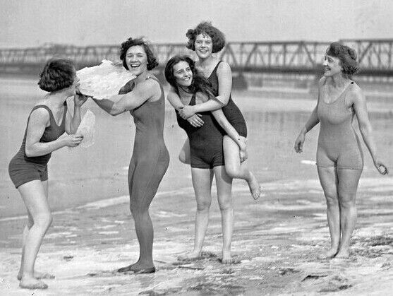Donne in spiaggia USA 1924