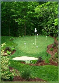 Putting green of chippen doe je gewoon in de achtertuin. Sir.Green ontwerpt een uitdagende green voor u.