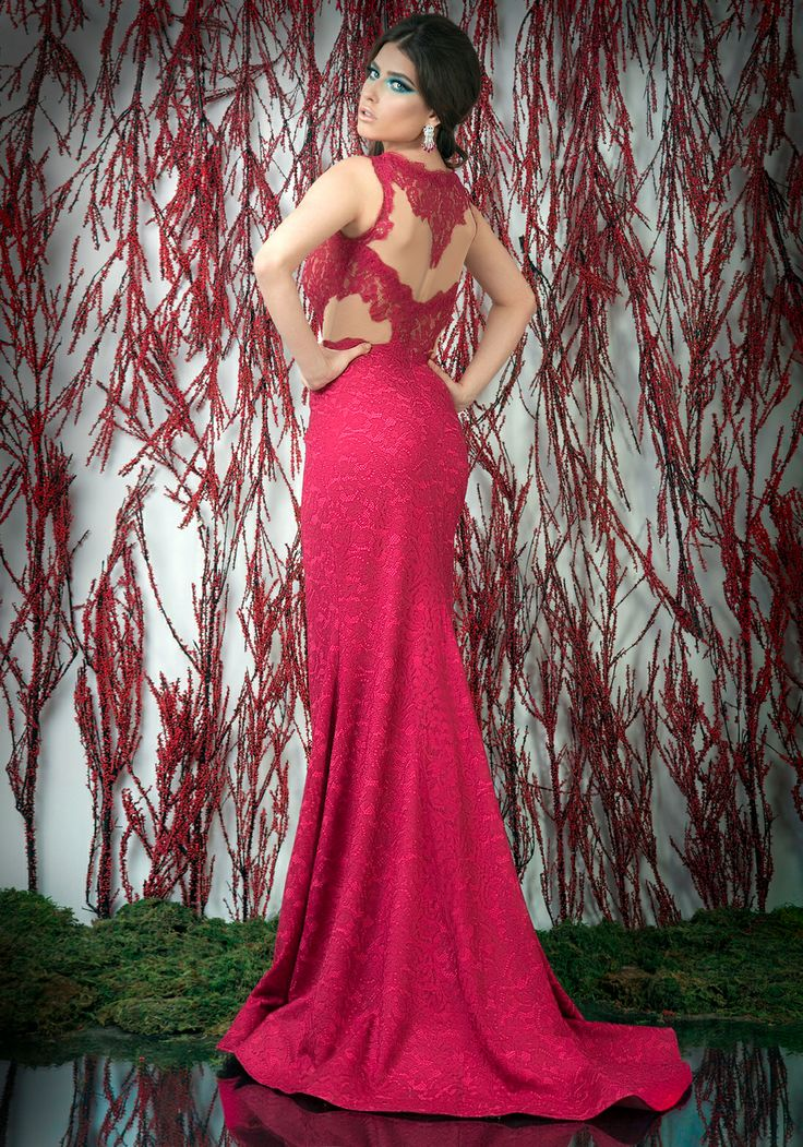 Stunning red lace mermaid evening dress. ♥   Shop your style online or book your appointment in a BIEN SAVVY store: Bucuresti: office@biensavvy.ro / +40757 370 108 Constanta: constanta@biensavvy.ro / +40757 825 185 Brasov brasov@biensavvy.ro / +40757 415 563
