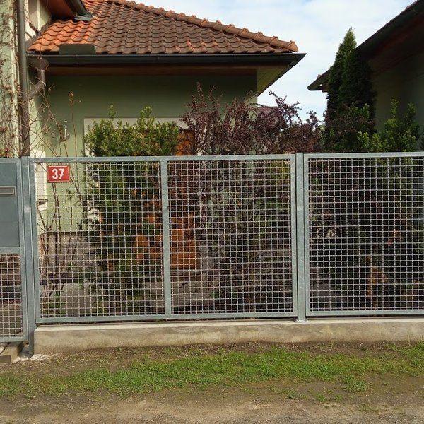 Kovový plot - realizace Hostivice u Prahy
