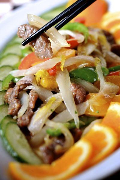 Een overheerlijke filet pur en witloof in de wok, die maak je met dit recept. Smakelijk!