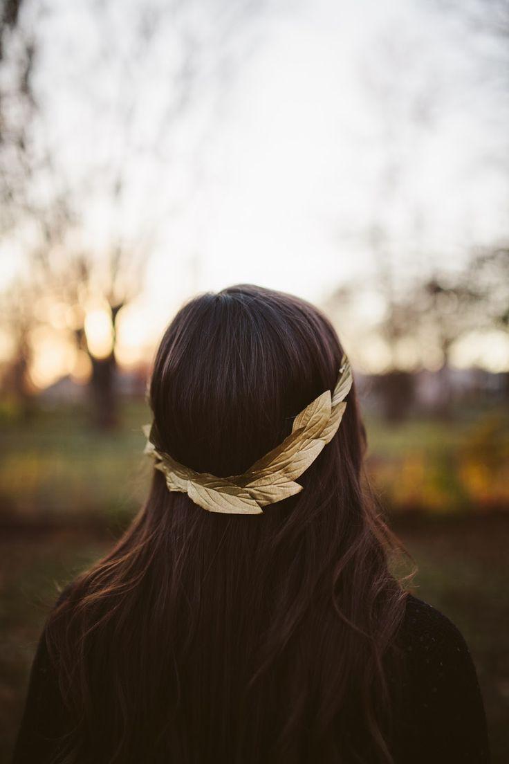 DIY - golden leaf crown. http://sincerelykinsey.blogspot.com/2013/11/golden-leaf-crown-diy-makeover.html