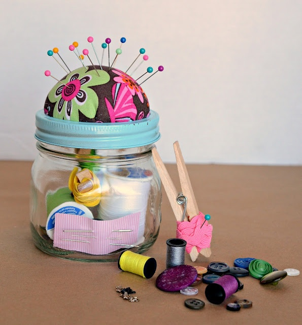 DIY Sewing Kit Gift in a Jar. Need to make this for my grandma