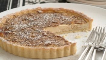 Queen vanilla custard tart made with Queen Vanilla Bean Paste. The perfect dessert.