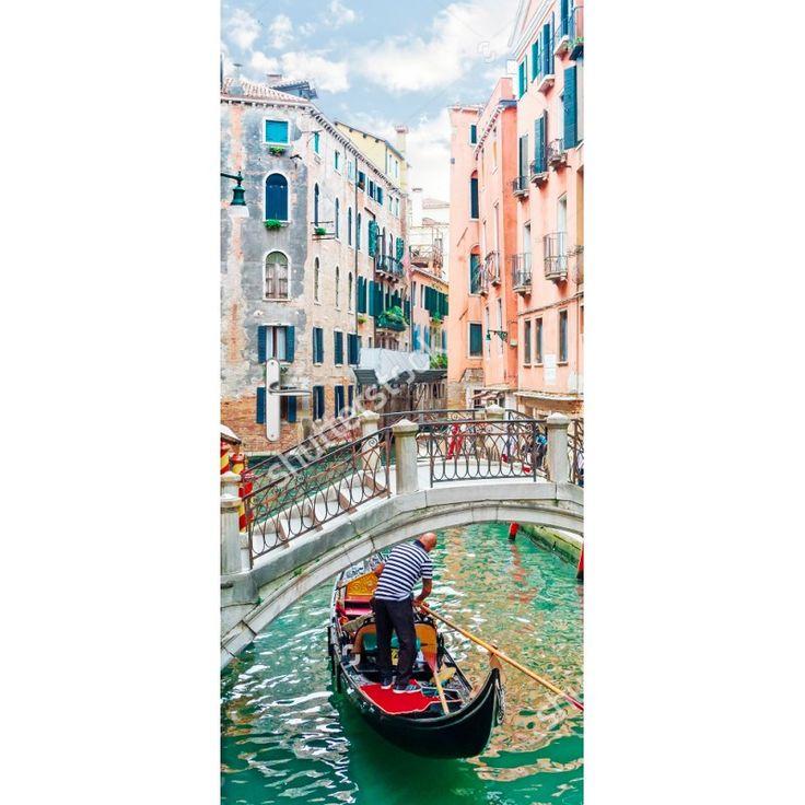 Deursticker Bruggetje in Venetië | Een deursticker is precies wat zo'n saaie deur nodig heeft! YouPri biedt deurstickers zowel mat als glanzend aan en ze zijn allemaal weerbestendig! Verkrijgbaar in verschillende afmetingen.   #deurstickers #deursticker #sticker #stickers #interieur #interieurprint #interieurdesign #foto #afbeelding #design #diy #weerbestendig #brug #venetie #italie #italiaans #gracht #gondel #vakantie #europa