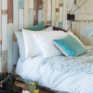 Dream bedroom- LOVE the pallet wall!!