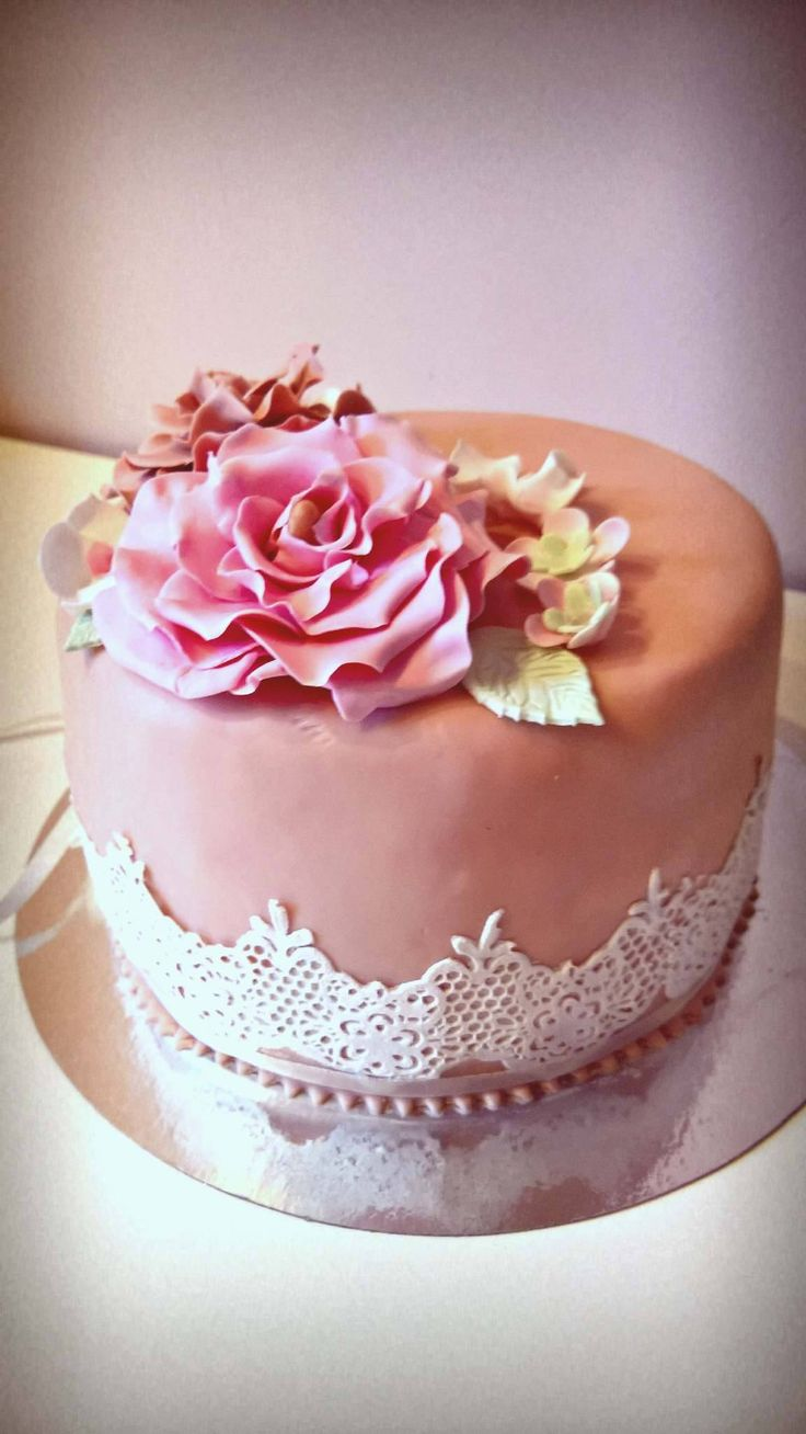 lace cake. 40 birthday cake flower lace cake.  https://www.facebook.com/1844109082573556/photos/pcb.1916801371970993/1916801131971017/?type=3&theater