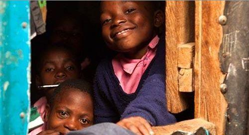 Het Watoto Wema Centre is een opvangcentrum voor kinderen in Ruai, een gebied net buiten Nairobi, #Kenia. Het biedt een veilig onderkomen aan kinderen in de leeftijd van 2 tot 17 jaar. Deze kinderen kunnen door verschillende omstandigheden niet meer thuis wonen. Veel van hen hebben 1 of beide ouders verloren, aan onder meer HIV/aids, of zijn slachtoffer van kindermishandeling of extreme armoede.