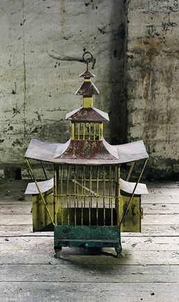 Lovely oriental birdcage, would look lovely on a console table.