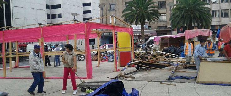 Integrantes de la CNTE encabezan trabajos de limpieza en el Monumento a la Revolución