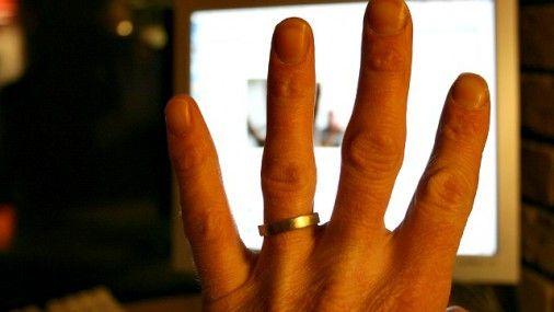 По величине пальцев на кистях рук можно судить о предрасположенности людей к различным заболеваниям. В пользу данного утверждения говорят результаты исследований, проводившихся в Великобритании и США. Об этих проектах рассказал Daily Mail.