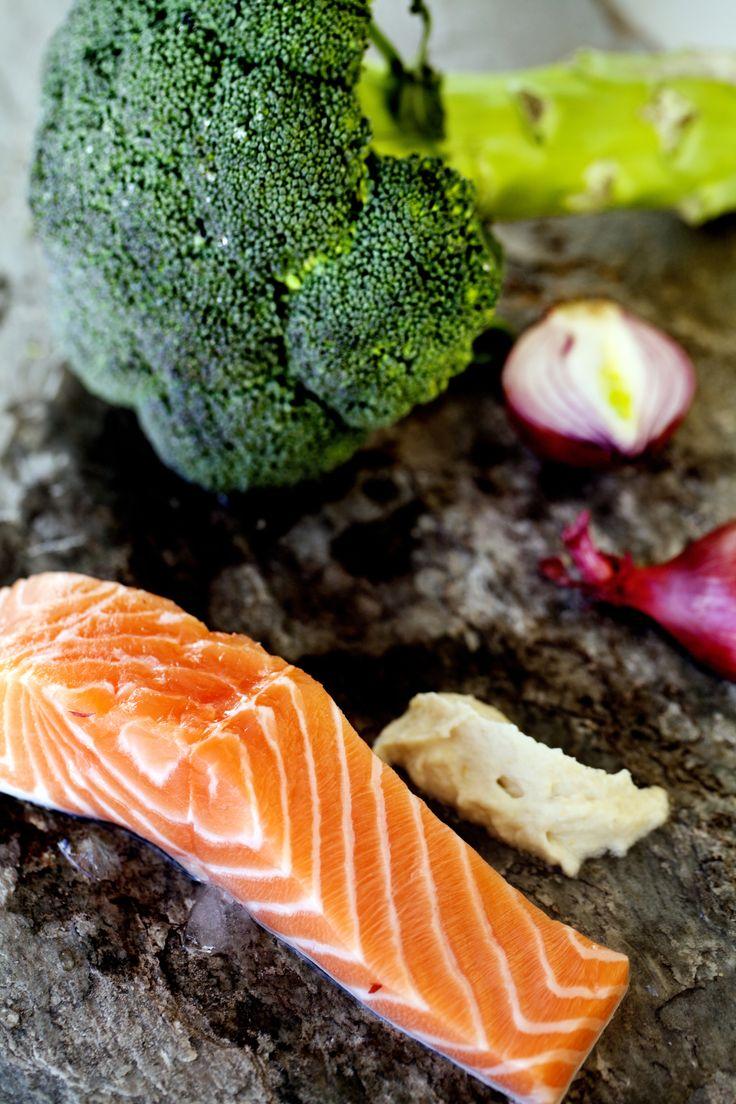 Laks i ovn er sundt, og det er let at lave og smager godt. Laks i ovn indeholder sunde omega 3 fedtsyrer og kan suppleres med en lækker broccolisalat.