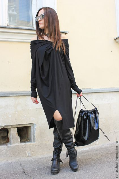 Купить или заказать Платье Black Metallic в интернет-магазине на Ярмарке Мастеров. Красиво, дизайнерское платье из качественного трикотажа . Модель с одним внутренним боковым кармашком и удлиненными рукавами. Ассиметричный дизайн и красивая ткань делают свое дело,смотрится стильно и дорого. Очень приятное к телу, в нем не жарко.Прекрасный вариант для летнего периода и межсезонья. На фото размер платья M Экстравагантно смотрится с грубой обувью.