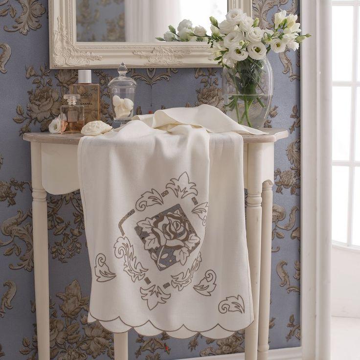 Asciugamano Lino Disegnato - Crespo di lino avorio disegnato per realizzare l'asciugamano viso ricamato ad intaglio con motivo fiori