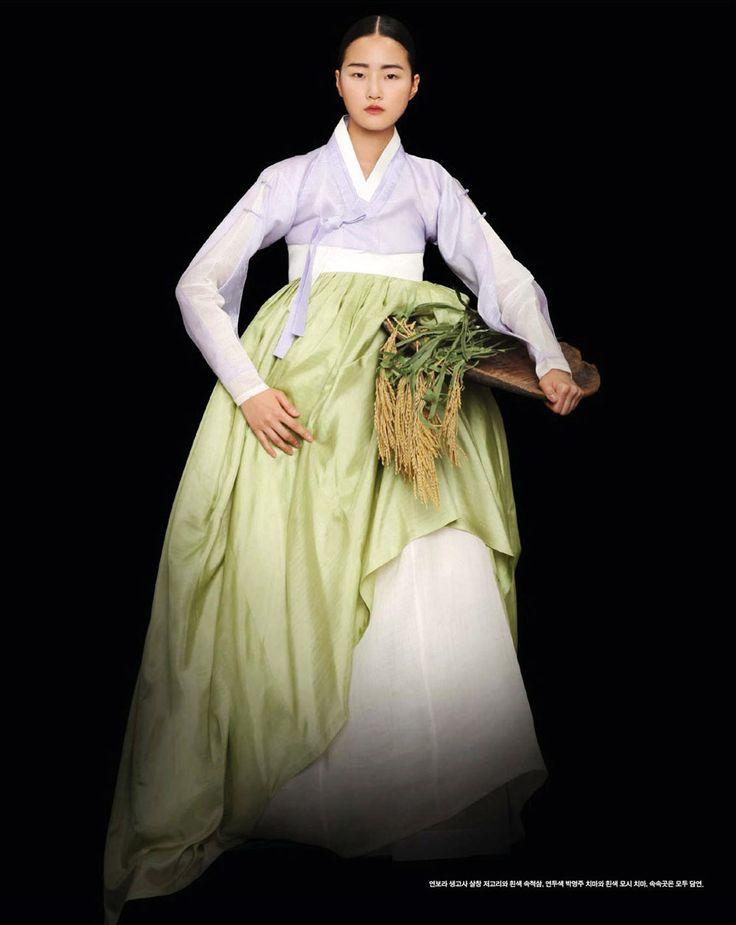 Modelos: I hyeon-jeong jigun ho lee, daul kim, ji-yeon lee, hyoni kang Fotografía: gun ho lee Editorial para Vogue Corea, septiembre 2008 Fuente: