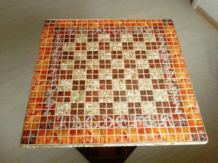 Шахматный стол. Фото 1. Циферки и буковки в технике пуантилизма.