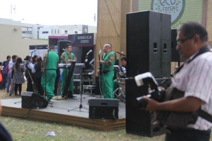 En la Eco Feria también estuvo la banda Los Mirlos es un grupo de cumbia,procedentes de Moyobamba que nos deleitaba con su música.