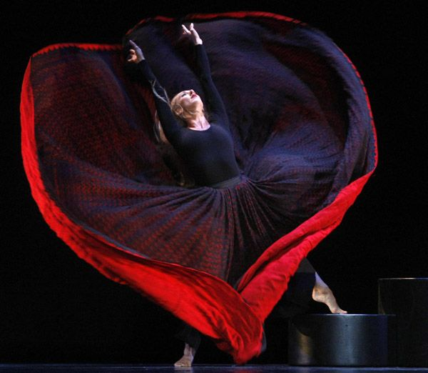 TRIBARTE: Martha Graham mudou a dança para sempre There are great Graham you-tube videos on this site. In honor of breath, dance, and archetyppal embodiment she represented.