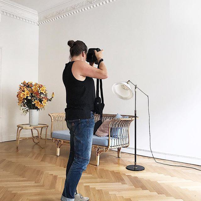 "Say ""Hi"" to our lovely guest from @hamburgstories at our @ibc_studio #ibc_studio #impulse_bc #studiospace #rentalstudio #shootingday #behindthescenes #reportage #interiordesign #pragency #berlin #wilmersdorf"
