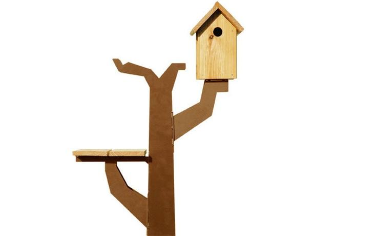 Initiatiefnemer/ontwerper van Maandag meubels is Kodjo Kouwenhoven. Geboren in Suriname, geschoold op de HTS Industrieel Productontwerpen in Den Haag en werkzaam vanuit Arnhem. Maandag meubels balanceert door haar innovatieve ontwerpen en onconventionele productiemethoden continu op de grens tussen materiaalgebruik en toepassing. Producten van Maandag meubels worden industrieel ver-vaardigd en behalen een hoog afwerkingsniveau.  Omdat je als vogel ook een goed nest moet hebben.