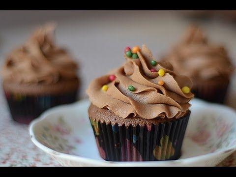 CUPCAKE DE CHOCOLATE SIN BATIDORA.  Ingredientes (masa cupcakes, para 10-12): - 125g de manteq...