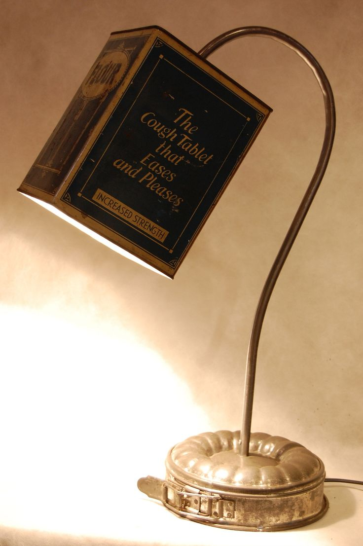 """Lampe """"mariage d'une boite de farine et d'un moule à gâteau. : Luminaires par poub-art"""