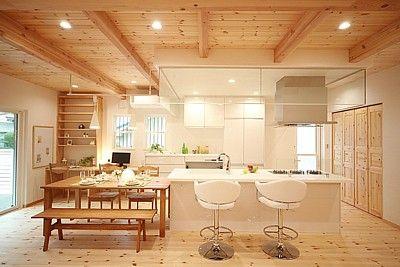 家事動線が便利なアイランドキッチン。家族の存在を感じながら料理できます。