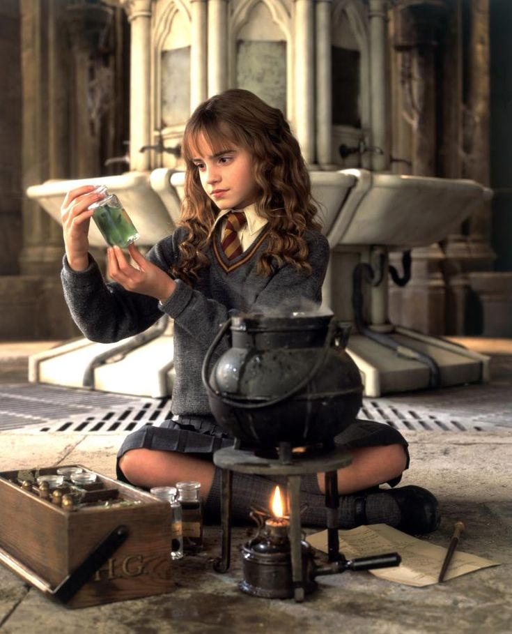 HARRY POTTER AND THE CHAMBER OF SECRETS, Emma Watson, 2002, (c) Warner Brothers