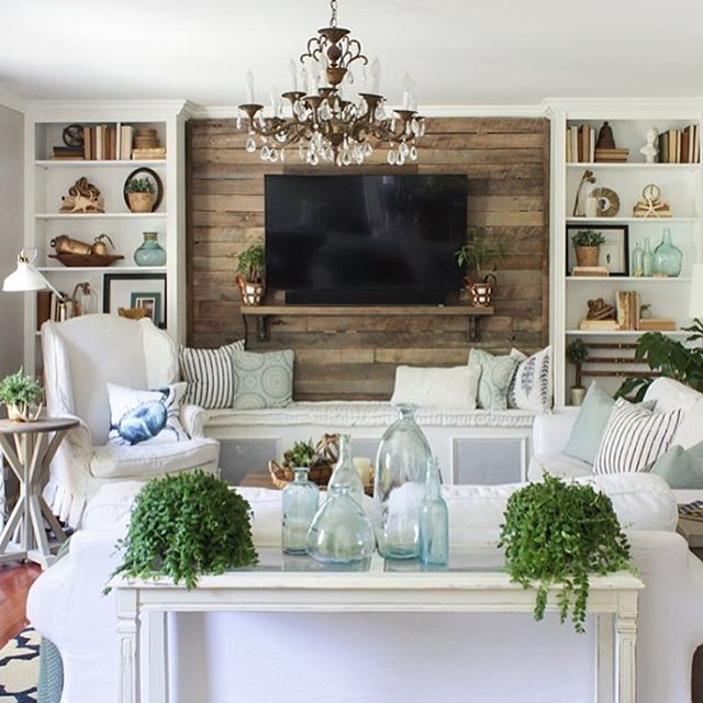 I'm watching The Bachelorette finale (who are you guys rooting for?) and catching up on IG during the commercials. Totally got sucked into Rachel @shadesofblueinteriors' feed - not only do I love her style (isn't her living room amazing?) but I LOVE the fact that she's a gal who knows her way around power tools. You never know what DIY trick she's going to pull out of her hat next! Check out her beautiful feed and projects - you'll see why she's a favorite to follow!