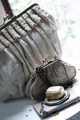 vintage purses: Prada While, Design Handbags, Antiques Pur, Burberry Handbags, Prada Handbags, Linens Pur, Vintage Finding, Vintage Purses, Vintage Style